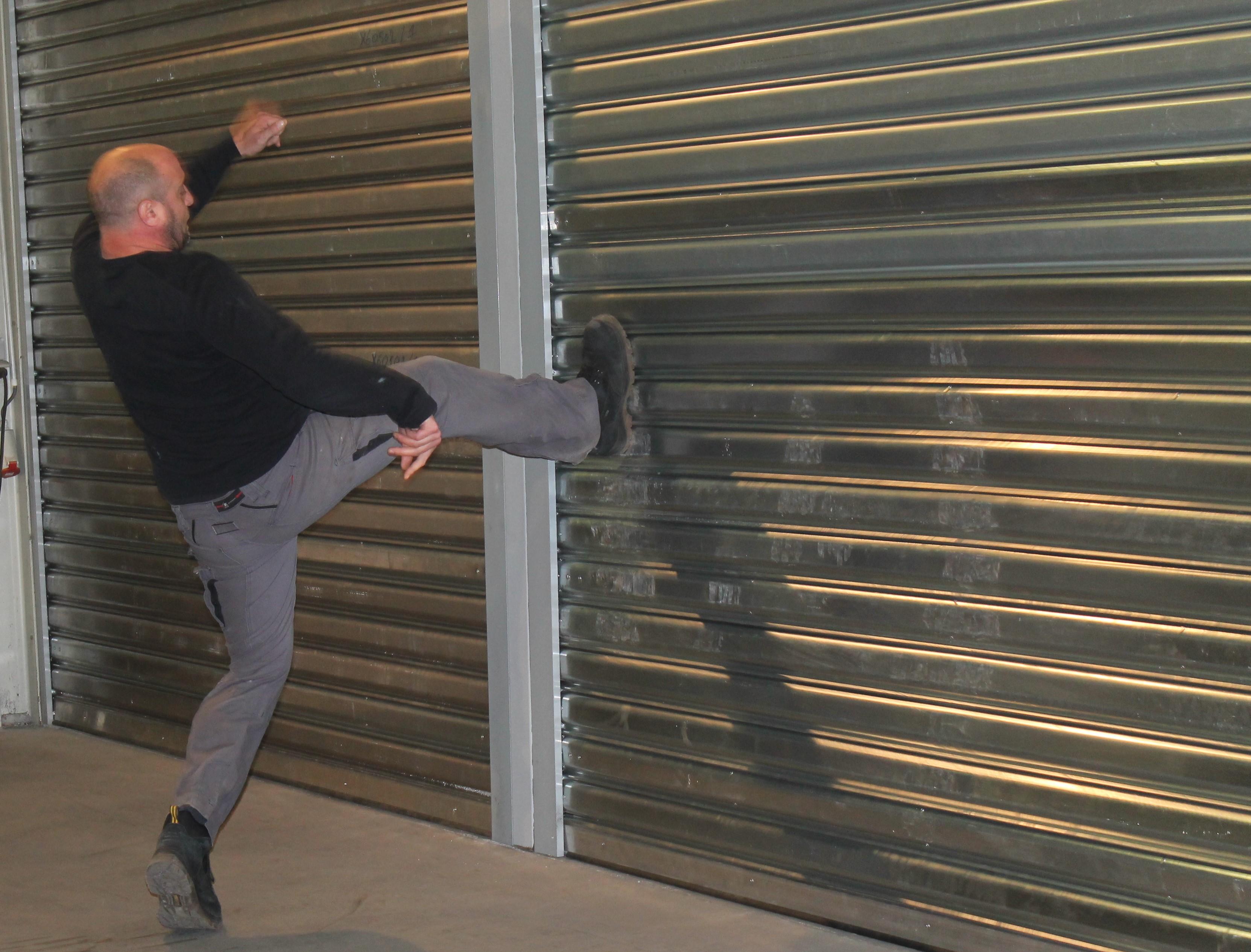 Contact panneaux pour portes sectionnelles 100 propre for Rideau garage electrique prix
